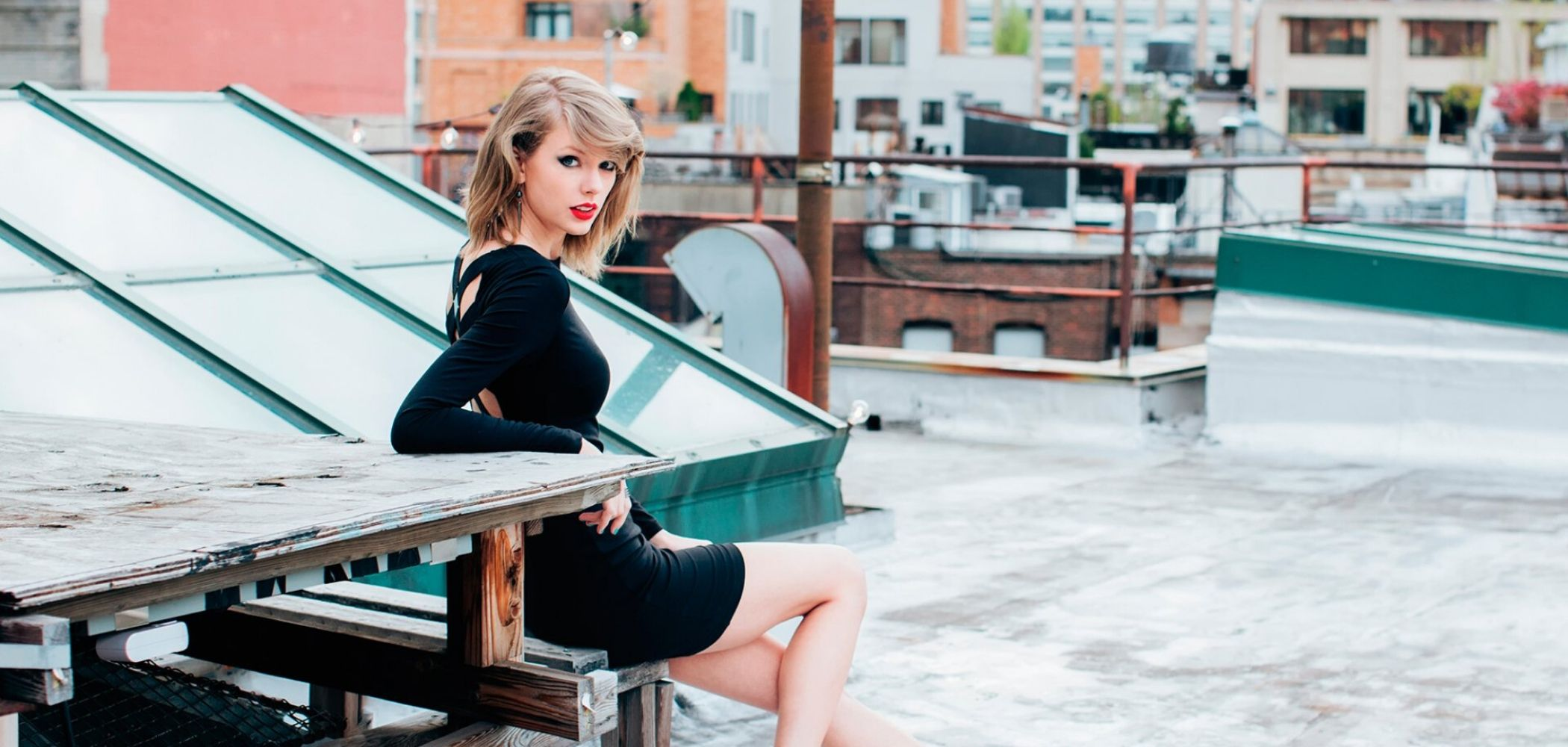 Versatile Taylor Swift A Stylish Icon of the Decade