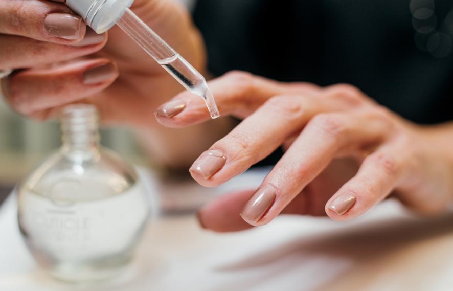 Using cuticle oil to remove gel nail polish
