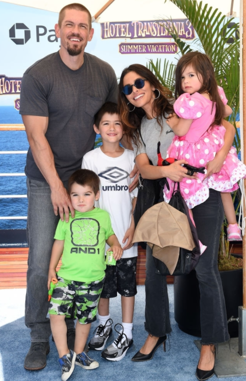 Sarah Shahi Separated With Her Husband Steve Howey after 11 Years of Marriage