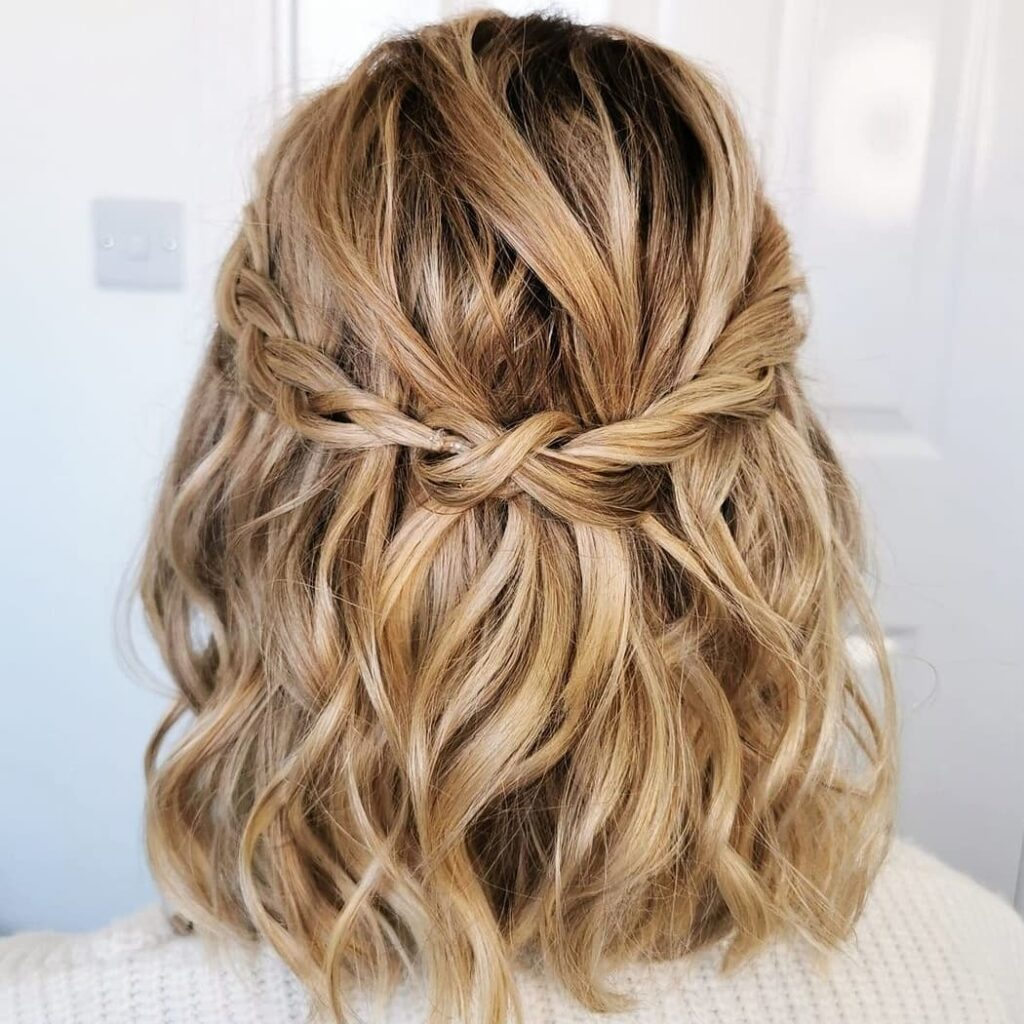 Half-Up Twist Short Hairstyle - Cute Hairstyles for Short Hair 2021