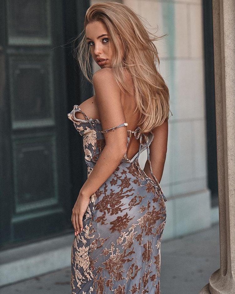 Emma Kotos Sexy Look